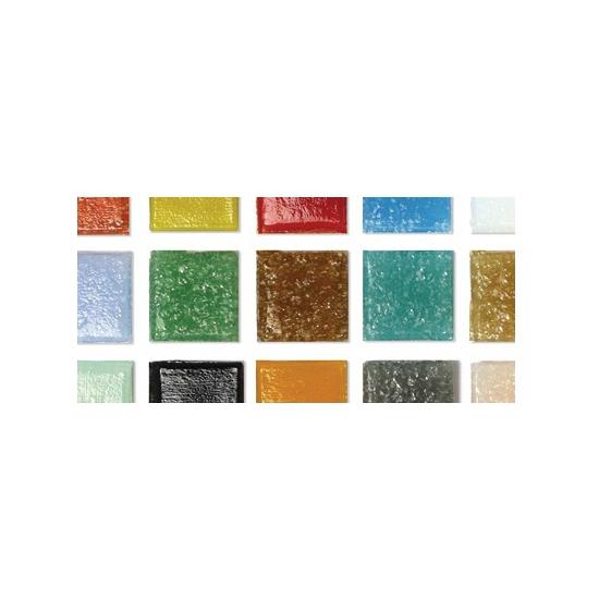 Gekleurde mozaiek steentjes in emmer