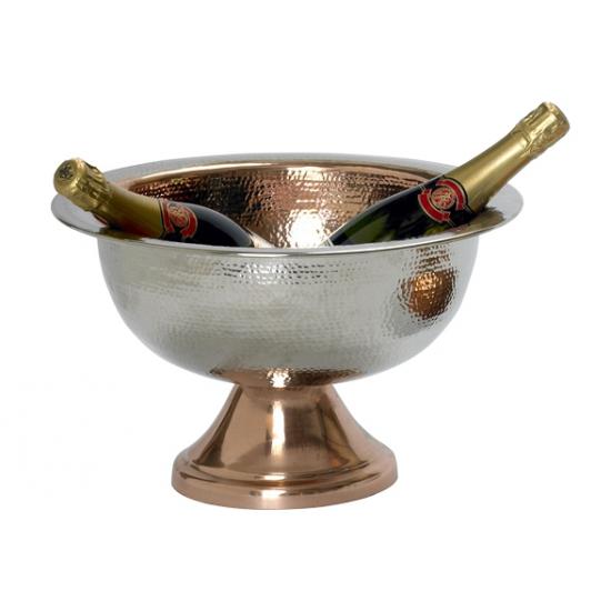 Grote champagne emmer op voet