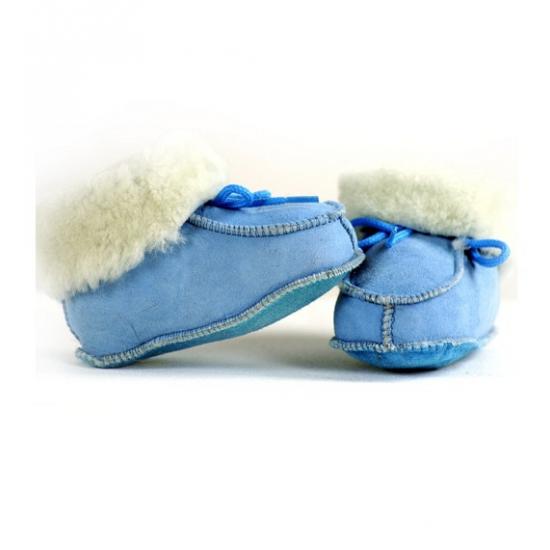 Zachte blauwe Spaanse babysloffen