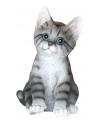 Beeldje zittende grijze kat 20 cm