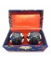 Blauwe chinese meridiaankogels yin yang in kistje