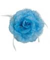 Blauwe hawaii bloem met veertjes