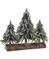 Decoratie boomstam met kerstbomen