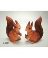 Eekhoorn beeldje met dennenappel 7 5 cm
