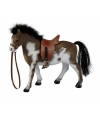 Gevlekt paard met zadel 23 cm