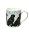 Mok zwarte labrador hond
