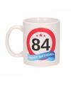 Verjaardag 84 jaar verkeersbord mok beker