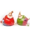 2x dikke liggende dames beeldjes 10 cm in gekleurde kleding