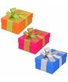 3 x gekleurde cadeaudoosjes 13 cm met gekleurde strik