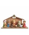 Kerststal met 7 figuren van keramiek
