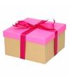 Neon roze cadeaudoosje 21 cm met fuchsia strik