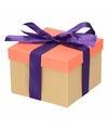 Neon zalmroze cadeaudoosje 15 cm met paarse strik