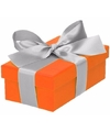 Oranje cadeaudoosje 10 cm met zilveren strik