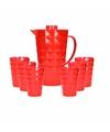 Schenkkan met 6 bekers van helder rood plastic